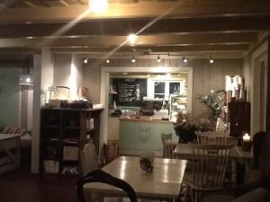 Gemütliche Einrichtung, Verkauf von Handwerksprodukten, gutes Essen,...