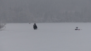 Ok, dass wäre mir dann doch zu kalt - warten bis ein Fisch anbeißt bei - 8°C - brrrr...