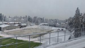 So, treibt man hier Sport im Winter - auf beheizten Plätzen...