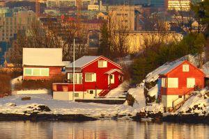 ... Häuser in wunderschönem Schwedenrot...
