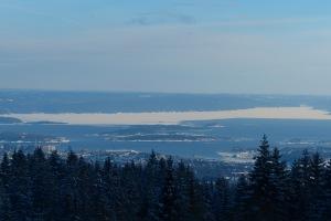 Blick auf den noch halbvereisten Oslofjord (östlich von der Nesodden -Halbinsel)