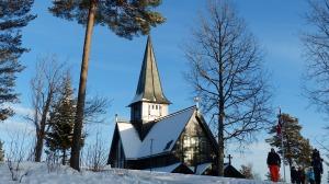 Die Holmenkollen-Kirche ist für Hochzeiten sehr beliebt und steht mit auf dem Gelände ...