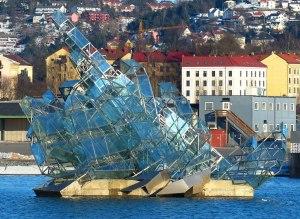 Eisberg-Skulptur vor der Oper