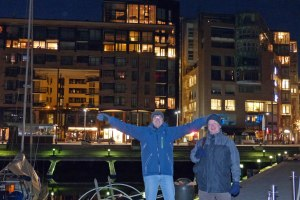 Nächtliche Aker Brygge (Früher war das die Speicherstadt, mittlerweile sind da drin Einkaufspassagen, sehr teure Büros und Wohnungen)
