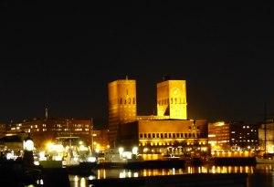 So sehen die frisch gebackenen Friedensnobelpreisträger das Rathaus (im Dezember ist Sonnenaufgang um 9 und Sonnenuntergang um 15 Uhr