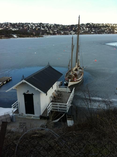 Das Eis gibt auf, bald geht das Segelboot wieder auf Touren