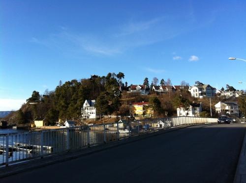 .... aber hier schon tiefblau. Ich hätte gerne das Haus oben auf dem Hügel...