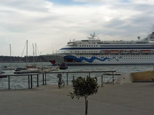 Die AIDAcara beginnt die Kreuzfahrtsaison.