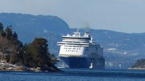 Die Colorline auf der Fahrt durch den Oslo-Fjord nach Kiel ....