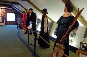 Skimuseum: Skikleidung von damals bis heute