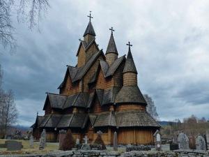 Heddal Stavkirke: markant sind auch die drei Türme