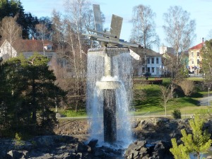 und abschliessend ein Kurzbesuch in Hønefoss (Høne = Huhn, Henne, Foss = Wasserfall)