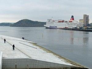 Oslo Opera: Wer nicht aufpasst landet im Wasser ;-)