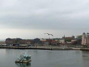 Oslo Oper: Skulptur im Hafenbecken