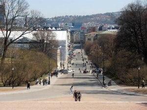 Der Blick vom Schloss geht in die Karl-Johanns-Gata - die Osloer Einkaufsmeile