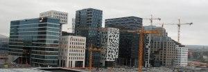 """Wieder in Oslo: Der """"Barcode"""" - eine Ansammlung von verschiedenfarbigen und - geformten Hochhæusern am Hafen bei der Oper"""