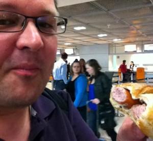 Unglaublich wie lecker so ein Paar Wiener am Frankfurter Flughafen schmecken können - nach 5 Monaten ohne ... :-)