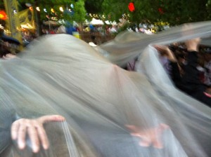 Erlanger Berch 2013: Plastikplanen gegen den Regen und die Gaudi darunter :-)