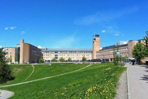 Rikshospitalet im Sommer