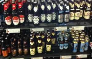 Im Vinmonopolet: Deutsches Bier - bis aufs Kölsch ganz ok, aber um die 50 Kronen pro Flasche (ist ca. 6,30 Euro) :-(