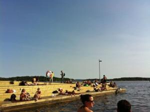 Schwimmende Inseln direkt an der Spitze von Tjuvholmen