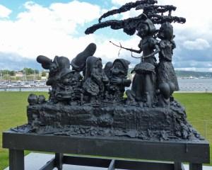 ... passend vor dem Astrup-Fearnley-Museum (Moderne Kunst) auf Aker Brygge/Tjuvholmen am Hafen.