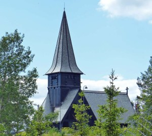 Die Holmenkollen-Kirche ist sehr beliebt bei ...