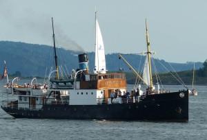 reger Schiffsverkehr am Abend auf dem Oslo Fjord