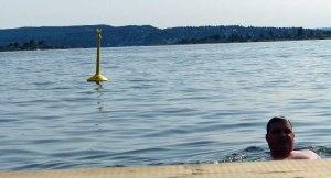 Das Beweisfoto: ich im Fjord - die Boote duerfen nicht näher als bis zu den Bojen.