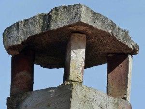 Der Kamin ist mutig gebaut und würde in Deutschland wohl nicht durchkommen...