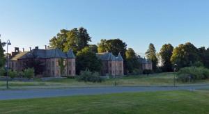 Gegenüber vom Rikshospital sind alte Universitætsgebäude...