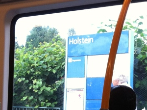 """""""Nanu, die T-Bane (Metro ist zu weit gefahren) :-) Eine Station vorher ist Østhorn, dann gibts auch noch Vestli im Osten von Oslo und Østerås im Westen. Manche Wörter hören sich für Deutsche schon sehr lustig an."""