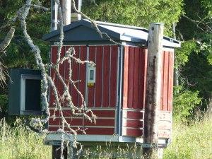 Selbst Trafohäuschen sind im Schwedenrot gehalten