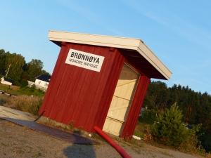An der Badestelle ist auch ein Anleger für eine Fähre die nur im Sommer die Inseln anläuft.