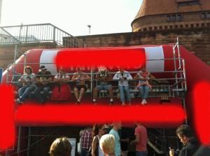 """Michelsmess 2013: Wer es die ganze Messe aushælt, gewinnt ein Auto! """"Verrueckte"""" auf dem """"Schaubalken"""""""