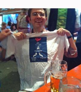 Junggesellenabschied I: René mit dem Ueberraschungs-T-Shirt