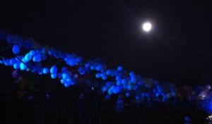 Blau ist eine der Vorherrschenden Farben - hier Luftballons mit Vollmond