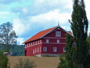Schøner Bauernhof bei der Heddal Stabkirche