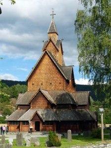 Heddal Stavkirke vom Friedhof aus