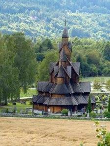 Nochmal die Stabkirche: Wie ein umgedrehtes Vikinger-Schiff?