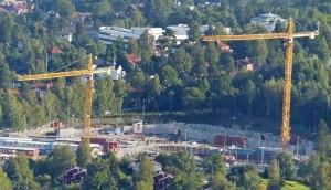 Auf dem Sprungturm: Ausblick auf die Baustelle fuer die neue US-Botschaft - schon jetzt ein Hochsicherheitstrakt.