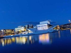 Osloer Oper im Nachtgewand