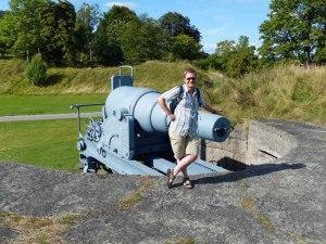 mit alten Krupp-Kanonen ...