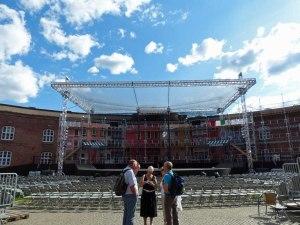 ... auf der Oscarsborg Festning (Hier Sommertheater im Innenhof der Anlage) ...