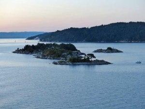 """Da unten liegt die """"Bluecher"""" in 90 m Tiefe gut konserviert durch das kalte Salzwasser des Oslofjords"""