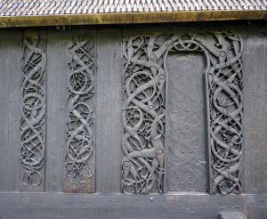 Nordportal an der Urnes Stavkirke