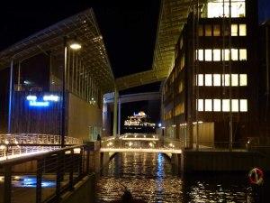 Moderne Kunst und modernes Schiff.