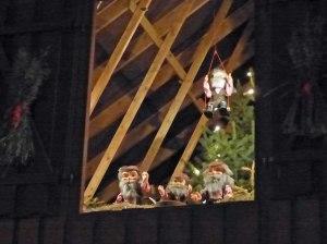 Norwegische Weihnachtswichtel begutachten das ganze...