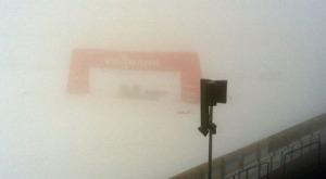Das orange im Nebel soll wohl der Zieleinlauf sein (zum Glück hatte es zum Rennen aufgeklart... :-)  )