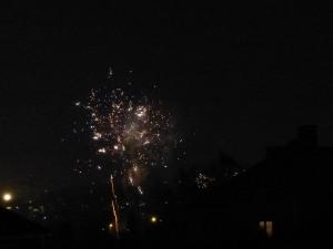 ... und kurz vor Mitternacht: Sekt und Glühwein bei mir um die Ecke mit weiter Aussicht auf das Feuerwerk.